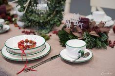 Weihnachtskränze, Adventskränze, Weihnachten, Kränze, Dekoideen, Winter, DIY, Weihnachtsmenü, Glühwein, Spekulatiusgugelhupf, Herbst- und Wintergemüse-Auflauf, Käsesouffle, Filetköpfe, Selleriegemüse, hausgemachtes Pesto, One Pot Apfel Most Hendl, Adventfeier, Weihnachtsfeier, advent wreath, christmas wreath, wreaths, christmas, decor, decoration ideas, christmas menu, mulled wine, speculoos bundt cake, winter vegetables, cheese souffle, filet heads, one pot apple cider chicken, christmas… Winter Diy, Tableware, Ethnic Recipes, Party, Food, Natural Materials, Christmas Time, Homemade, Christmas