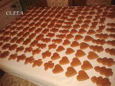60 dkg finomliszt 15 dkg porcukor 1 evőkanál mézeskalács fűszerkeverék 20 g szódabikarbóna 200 g olvasztott méz 250 g szobahőmérsékletű margarin 1...
