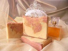 Нежнейшее мыло на сливках,с мягкой кремовой пенкой и с шикарным парфюмерным ароматом для истинных леди. Прекрасный подарок для себя любимой!