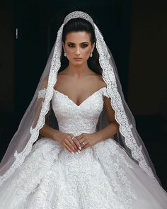 Most up-to-date Images vails for wedding Bridal Veil Concepts Marriage fashion u. - Most up-to-date Images vails for wedding Bridal Veil Concepts Marriage fashion under no circumstances has no trends but the bridal veil usually is always timeless Princess Wedding Dresses, Dream Wedding Dresses, Bridal Dresses, Wedding Gowns, Ballgown Wedding Dress, Queen Wedding Dress, Wedding Fair, Luxury Wedding Dress, Gorgeous Wedding Dress