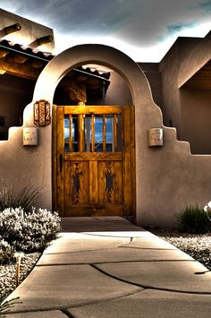 Mexican Courtyard, Mud House, House Front, Fachada Colonial, Southwestern Home, Southwest Style, Santa Fe Home, New Mexico Homes, Adobe House