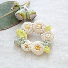 k.omono fioret  wreah brooch  ブローチ   -white-