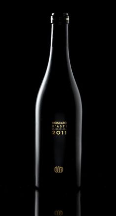 Love the black and simple branding on here.     Black glass and gold lamina for the Moscato d'Asti of Enrico Serafino.