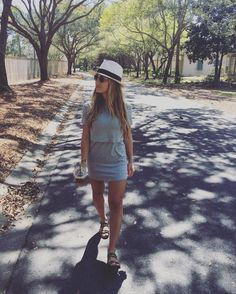 Jessie's clothes and outfits. Find out where to buy the exact clothes Jessie James Decker wore. Jesse James Decker Hair, Eric And Jessie Decker, Eric Decker, Jessie James Decker Instagram, Spring Summer Fashion, Spring Outfits, Spring Style, Theme Park Outfits, Romper With Skirt