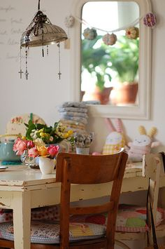 My kitchen table by jasna.janekovic, via Flickr