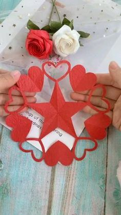 Cool Paper Crafts, Diy Arts And Crafts, Crafts To Do, Diy Paper, Holiday Crafts For Kids, Diy Crafts For Kids, Paper Crafts Origami, Paper Flowers Diy, Diy Gifts