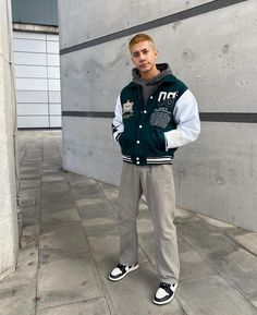 Street Style Outfits Men, Black Men Street Fashion, Stylish Mens Outfits, Casual Outfits, Mode Streetwear, Streetwear Fashion, Bomber Jacket Outfit, Outfits Hombre, Retro Outfits