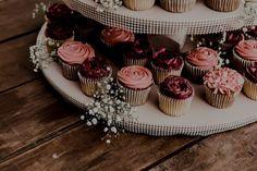 "Brenda Alanís | Photographer on Instagram: ""Detalles de la boda de Génesis & Edzon 🧁 ⠀⠀⠀⠀⠀⠀⠀⠀⠀ #mty #monterrey #weddingphotographer #bodasmty #bodasmexico #mexicanweddings…"" Mini Cupcakes, Instagram, Desserts, Food, Tailgate Desserts, Deserts, Meals, Dessert, Yemek"