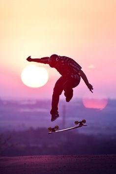 skate n surf vibes Skate Photos, Skateboard Pictures, Skate And Destroy, Cool Skateboards, Skate Style, Skate Surf, Longboarding, Extreme Sports, Pics Art