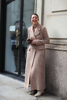 Milan Fashion Week Street Style Day 2 – 7 Looks to Love - All The Pretty Birds Street Style Edgy, Milan Fashion Week Street Style, Street Style 2017, Street Look, Street Style Women, Timeless Fashion, Love Fashion, Khadra, Fashion Silhouette