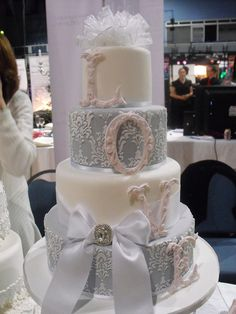 lace effect wedding cakes are so pretty!