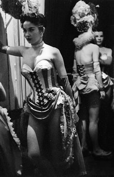 Showgirl Dale Strong photographed by Lisa Larsen, 1952