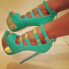 Beautiful green with gold high heels! perfect for any srping or summer special event