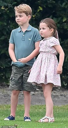 The princess Charlotte with five-year-old prince George Prince William Family, Prince William And Catherine, William Kate, Duchess Kate, Duke And Duchess, Duchess Of Cambridge, Lady Diana, Old Prince, Prince Harry