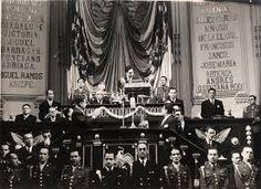 al presidente miguel aleman sele recuerda por las practicas autoritarias del régimen revolucionista y por su corrupcion