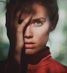 Gallery of beautiful photo Color Photography, Beauty Photography, Imagine Album, Eye Of Horus Illuminati, Henrik Purienne, Foto Pose, Studio Shoot, Red Aesthetic, Beauty Art