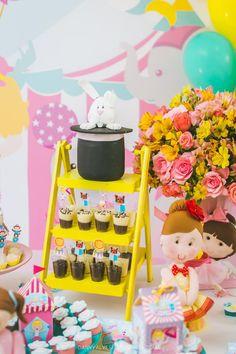 detalhes da mesa do bolo Circus Theme Party, Carnival Birthday, Party Themes, Moana Birthday Party, 2nd Birthday Parties, Circus Decorations, Pink Girl, Diy And Crafts, Lucas 2