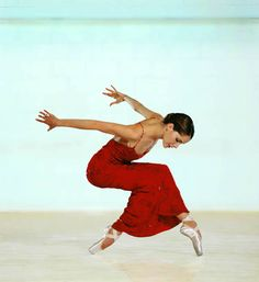 Darcey Bussell By Chris Nash DANCING RIGHT DOWN TO THE FINGERTIPS AND TOES