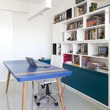 Home office com mesa azul