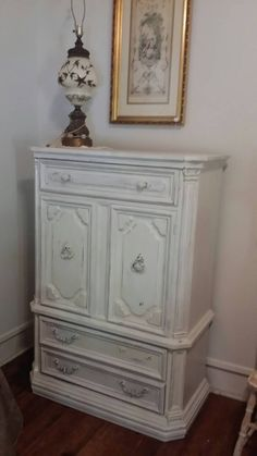 Check out this item in my Etsy shop https://www.etsy.com/listing/241301950/beautiful-vintage-thomasville-furniture