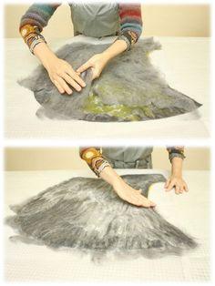 Яркие краски покидают нас до следующей весны; дожди и ветра стремительно уносят вдаль последние листочки... В одежде преобладает сдержанный стиль, но и используя множество оттенков серого, можно создавать нескучные вещи. Наш сегодняшний мастер-класс посвящен еще одному способу соединения капюшона (или воротника) с основой: швом встык в процессе валяния.