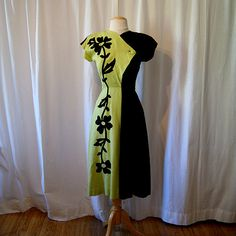 1940's two tone moss green and black dress with floral print appliques WW2