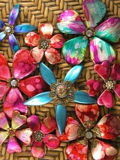 This is from a friendly plastic board; click on the pin and then on th repinned by link to go to her boards... more crafts on her boards......Samples of Friendly Plastic flowers ......... this is DIY!  There's a tutorial!