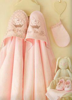 Bawełniane okrycie kąpielowe Bąbelek z myjką  #sofija #kąpiel #dziecko #okryciekąpielowe #bawełna #ubrankadladzieci #opieka #kids #baby #kinder #kinderkleidung #children  #chłopiec #dziewczynka #boy #girl #kąpiel #bath Babe, Sandals, Mini, Shoes, Fashion, Kids Wear, Moda, Shoes Sandals, Zapatos