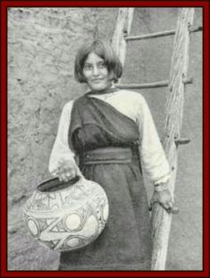 Zuni woman carrying clay pot, date unknown Native American Pottery, Native American Artists, Native American Tribes, Native American History, American Symbols, Native Americans, By Any Means Necessary, First Nations, Pueblo Pottery