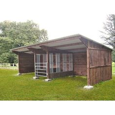 Great idea for a run in shed with integrated hay feeder - Equestrian - Pferde Horse Shed, Horse Barn Plans, Barn Stalls, Horse Stalls, Horse Feeder, Hay Feeder For Horses, Small Horse Barns, Horse Paddock, Horse Shelter
