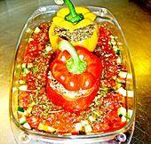Gefüllte Paprika mit Hackfleisch, Feta und Zucchini (Rezept mit Bild) | Chefkoch.de  = stuffed peppers, German style = uses feta cheese
