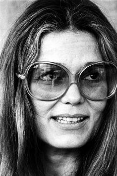 ღ gloria steinem and her over sized glasses