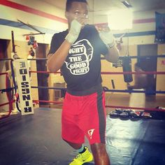 Quenton Bracey getting some shadow boxing #fightthegoodfight #faceslick #sparringbalm #organic #army #shadowbox #sparring #balm #fighter #ufc #mma #boxing #bjj #gym #workout #crossfit #training #fight #fightready #boxeador #boxeo #martialarts #jiujitsu #octagon #ammo #fightthegoodfightammo.com  Use promo code: mma and save 15% today! www.fightthegoodfightammo.com