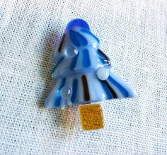 ハンドメイドクリスマス2014大きさガラス部分:44mmx38mm(厚さ8mm)全体の厚み:12mmアメリカのガラスを使用し、ガラスフュージングという技法で作...|ハンドメイド、手作り、手仕事品の通販・販売・購入ならCreema。