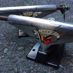 PAREJA de ejes #VENTURE -V-LIGHTS- 'Gino Iannucci' polished/black 5.25LO por 50€ en Maple:  http://www.maplesk8.com/ps/507-venture