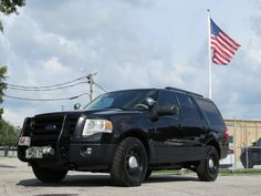 Undercover police Ford Expedition // lifted black