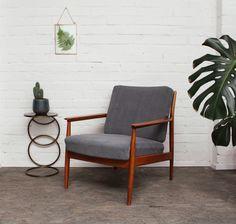 Wunderschöner Sessel aus den 1960er Jahren!  Hochwertige Qualität von _Casala_.  Rahmen aus Vollholz.   Die bequemen Polster wurden mit einem hochwertigen Polsterstoff professionell neu...