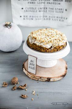 Pyszne ciasto z dyni z orzechami. The best pumpkin spice walnut cake.