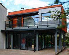 """L'extension de maison """"M"""", identifiable grâce à son cube rouge."""