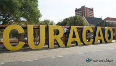 Wat te doen in Willemstad? Maak een foto met de borden Curacao en Dushi Willemstad, Pontoons