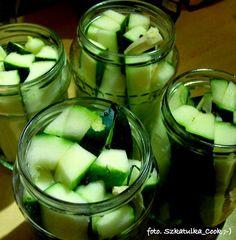 Szkatułka Cook : Zieloną ma sukienkę … czyli cukinia marynowana jak ogórki :)