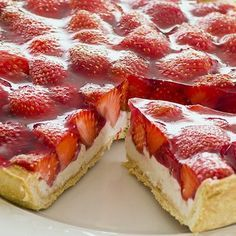Strawberry Jam Tarts, Strawberry Recipes, Mousse Fruit, Fruit Tart, Delicious Desserts, Dessert Recipes, Yummy Food, Italian Desserts, Italian Recipes