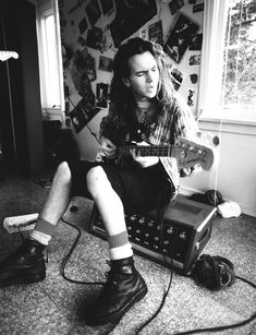 Pearl Jam's Eddie Vedder in the early grunge heyday. Best time of the band. Grunge Goth, Soft Grunge, Grunge Style, 1990s Grunge, 90s Fashion Grunge, Grunge Makeup, Hipster Grunge, Daniel Johns, Psychedelic Rock