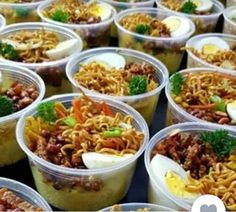 Food To Go, Food And Drink, Nasi Bakar, Rice Box, Catering Food, Food Packaging, Yummy Cookies, Food Presentation, Rice Recipes
