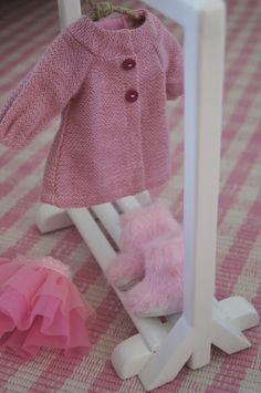 wardrobe for doll's clothes