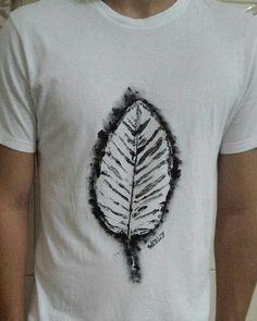 Camiseta Folha  #estampa #folha #tshirt #camiseta #acrilex #art #feitoamao #wd