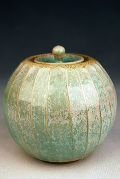 Maya Machin - Can you fall in love with a piece of pottery. Ceramic Jars, Glass Ceramic, Ceramic Clay, Ceramic Pottery, Pottery Art, Earthenware, Stoneware, Vases, Clay Box