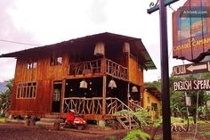 Comfy cabin in Mindo's Cloud Forest Equador