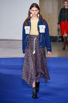 Victoria/Tomas Fall 2019 Ready-to-Wear Fashion Show Collection: See the complete Victoria/Tomas Fall 2019 Ready-to-Wear collection. Look 17 Fashion Fail, Fashion Week, Fashion Trends, Fashion Styles, Victoria, The New Classic, Fashion Show Collection, Ready To Wear, Fashion Dresses