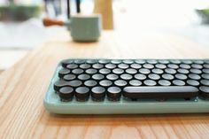 まるくてかわいくてキャンディーのようにカラフルなキーボードlofreeはタイプライターを思い出す  |  TechCrunch Japan